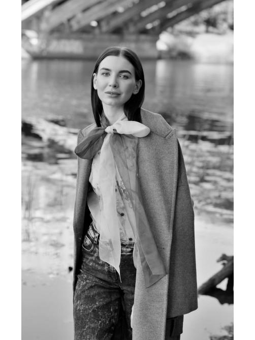 Пальто-халат из шерстяной ткани, Шелковая блуза с бантом